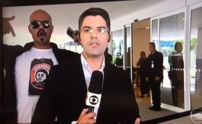 Repórter do Jornal Hoje é interrompido ao vivo por manifestante: