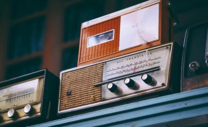 Viaje pelo globo ouvindo rádios de todos os cantos do mundo