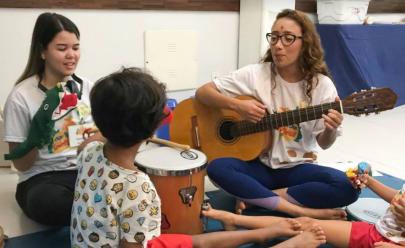 Tarde de festa reúne crianças com necessidades especiais e time de futebol em Goiânia