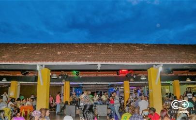 Happy hour e música ao vivo agitam programação no Mercado Popular da 74