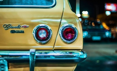 Encontro noturno de carros antigos acontece em Brasília