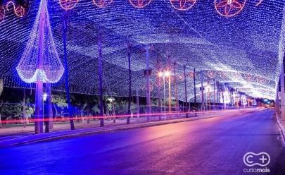 Túnel iluminado e decoração de Natal da Praça Tamandaré são inaugurados em Goiânia