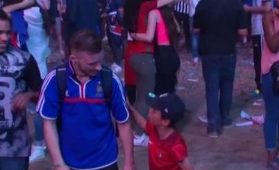 Vídeo flagra menino consolando torcedor da França após a final da Eurocopa
