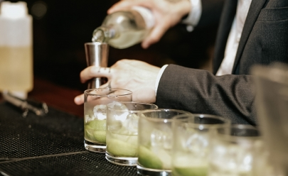 Restaurante em Brasília oferece workshops gratuitos de drinques  variados