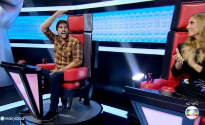Leo Chaves quebra o protocolo e manda recado para Victor ao vivo no 'The Voice Kids'