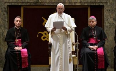 Homossexual não pode ser padre, diz Vaticano