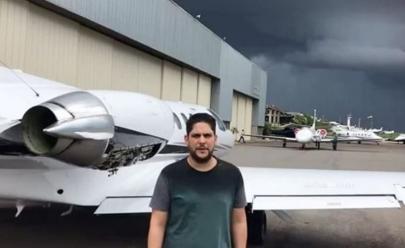 Problema em avião e mau tempo impedem cantor Jorge de decolar