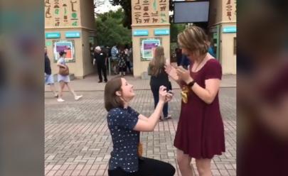 Vídeo: ela pediu a namorada em casamento, mas não recebeu um 'sim' como resposta