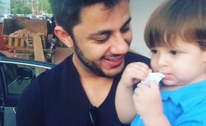 Filho de Cristiano Araújo emociona fãs ao cantar em vídeo