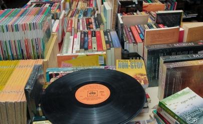 Tradicional sebo de Goiânia promove feirão com livros e discos por apenas R$ 5
