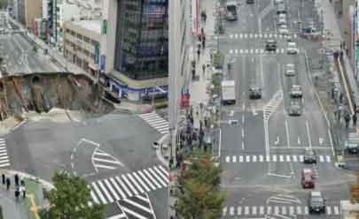 Esta cratera de 15 metros de profundidade foi fechada em 48 horas em avenida no Japão; veja o vídeo
