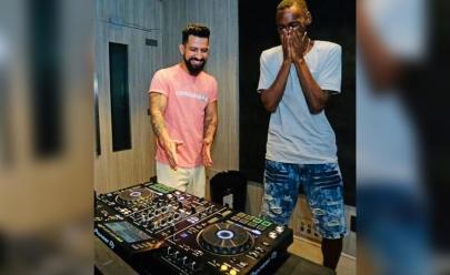Dennis DJ doa equipamentos para jovem aspirante a DJ preso injustamente no Rio de Janeiro