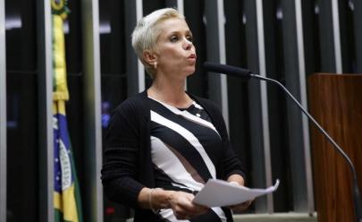 Deputada Cristiane Brasil, de 43 anos, afirma ser mais jovem em aplicativo de paquera