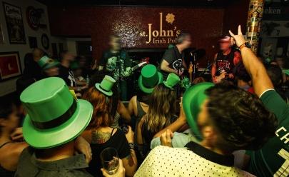 Hotel de Goiânia celebra St. Patrick's Day com chopp verde, rock e decoração especial