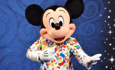Shopping de Brasília promove encontro entre Mickey e pequenos fãs