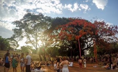 Praça Cívica recebe feira de projetos independentes, criativos e com preços camaradas