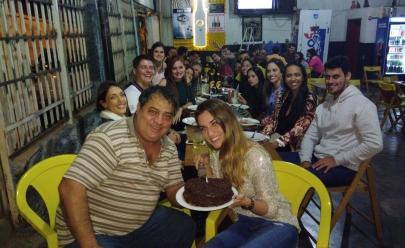 Dono de bar ironiza clientes 'sem grana', diz que só dá bolo em aniversário de rico e internautas vão à loucura