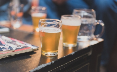 Evento ao ar livre reúne feira, cerveja artesanal e comidinhas com entrada gratuita em Uberlândia