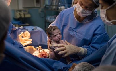Bebê nasce com cara de zangada e vira meme na web: aquariana raiz