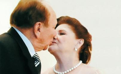 Casal comemora 64 anos de casamento lançando livro em Goiânia