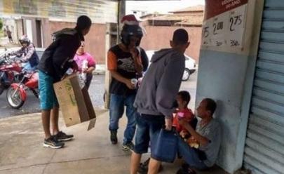 Motoqueiros de Uberlândia fazem passeata e doam alimentos a pessoas carentes