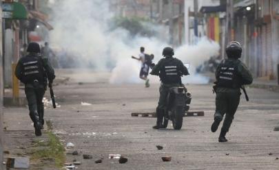 Militares e manifestantes se confrontam na Venezuela