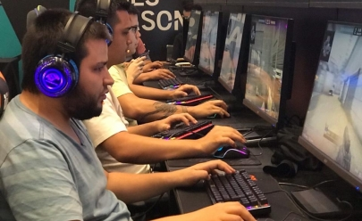 Evento em Brasília reúne fãs de esportes eletrônicos e cosplayers