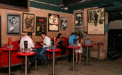 Bolshoi Pub tem happy hour com entrada gratuita e dobradinha de chope até as 23h