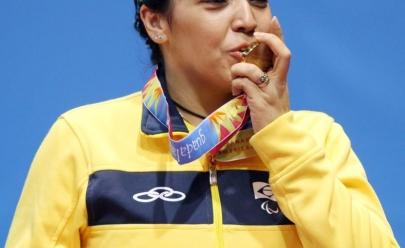 A paratleta Jane Rodrigues, de Aparecida de Goiânia, conquista medalha de ouro no tiro com arco