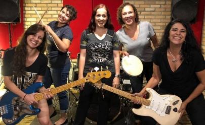 Banda formada por mulheres se apresenta em Brasília tocando clássicos do rock n' roll