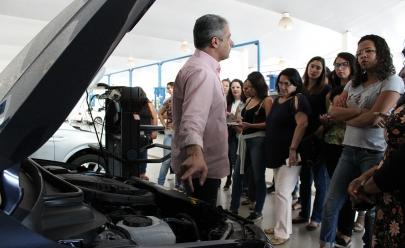 Concessionária de Brasília oferece curso gratuito de mecânica para mulheres