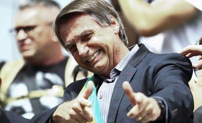 Bolsonaro assina decreto que flexibiliza posse de armas no Brasil