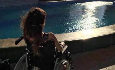 Cirurgias plásticas da youtuber Camilla Uckers podem deixar sequelas