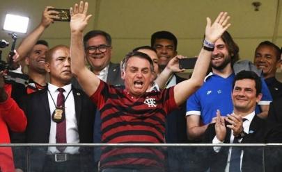 Jair Bolsonaro e Sérgio Moro assistem a jogo do Flamengo em Brasília