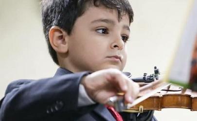 Violinista de seis anos faz concerto gratuito em Brasília