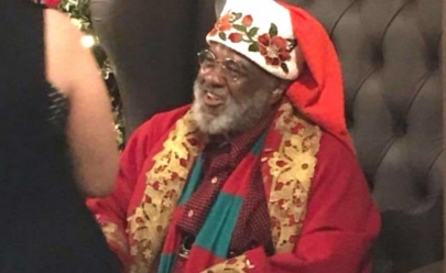 Papai Noel Negro de Shopping foge do estereótipo e faz sucesso nas redes sociais