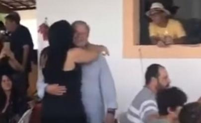 José Dirceu é filmado dançando samba em festa em Brasília