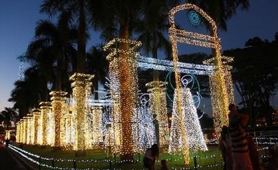 Com mais de 1 milhão de luzes, 'Natal no Parque' é aberto em Uberaba