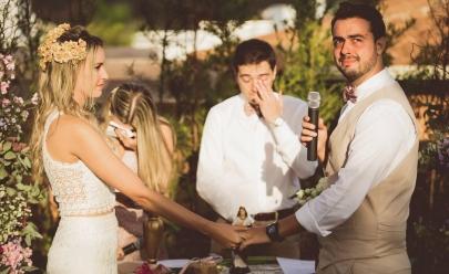 Casal que emocionou a internet com pedido de casamento, se casa com bênçãos de Santa Cecília; veja o vídeo