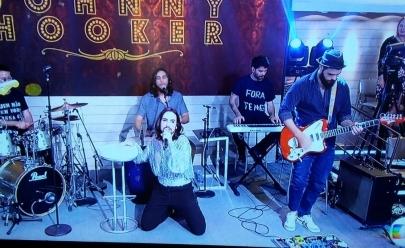 Banda Johnny Hooker faz protesto ao vivo contra Temer na Globo