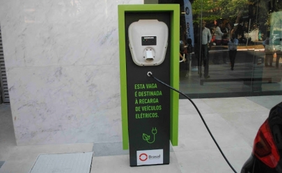 Uberlândia ganha primeira vaga para recarga gratuita de carros elétricos