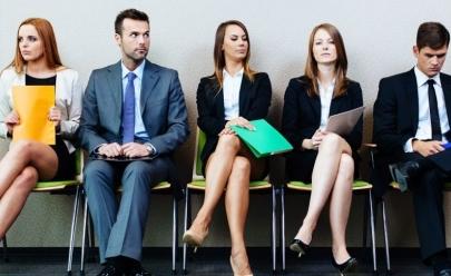 10 coisas que você nunca deve fazer numa entrevista de emprego ilustradas
