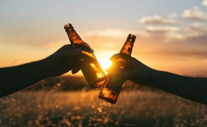 Empresa seleciona trio para viajar o mundo e beber cerveja com salário de R$ 36 mil