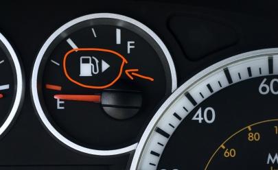 Este detalhe no painel de combustível pode resolver um antigo problema ao abastecer seu carro