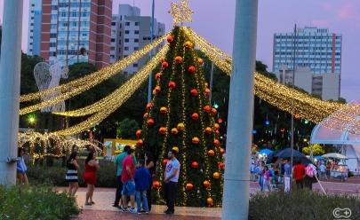 Praça Cívica recebe decoração para o Show de Natal