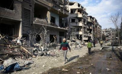 Trump diz que está pronto para atacar a Síria com mísseis