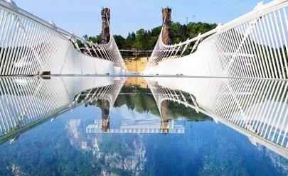 Maior e mais alta ponte de vidro do mundo é inaugurada na China neste sábado (20)