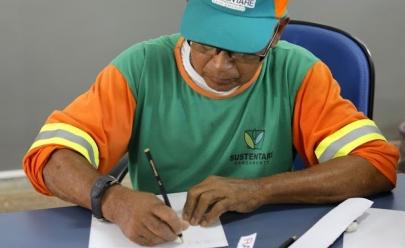 Garis do DF participam de projeto social e recebem aulas de alfabetização