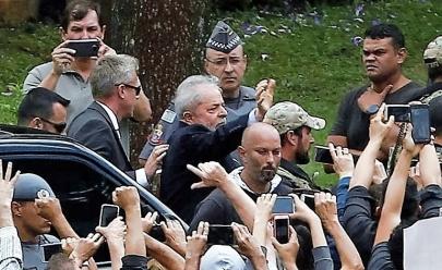 Lula participa do funeral do neto em São Bernardo do Campo