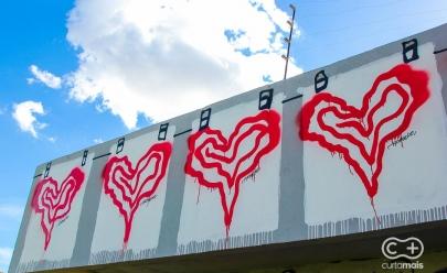 O que significa este coração espalhado pelas ruas de Goiânia?